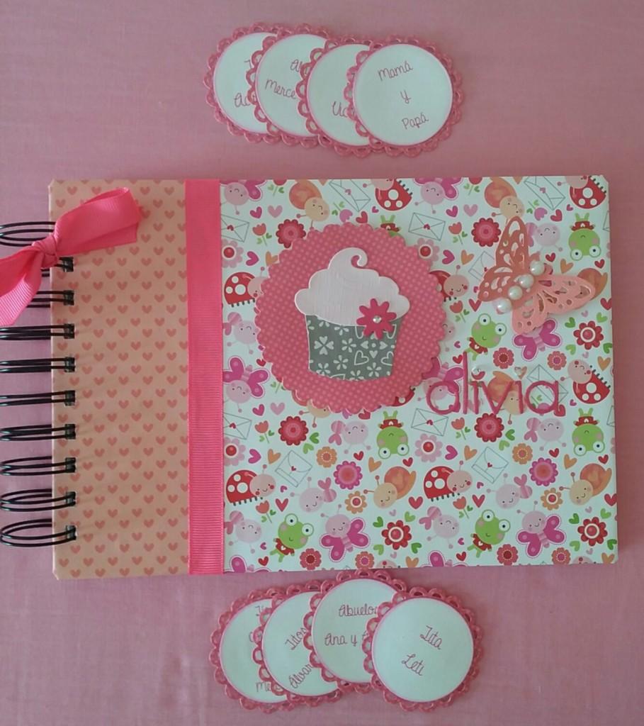 Libreta de scrapbook para el cumpleaños de Olivia