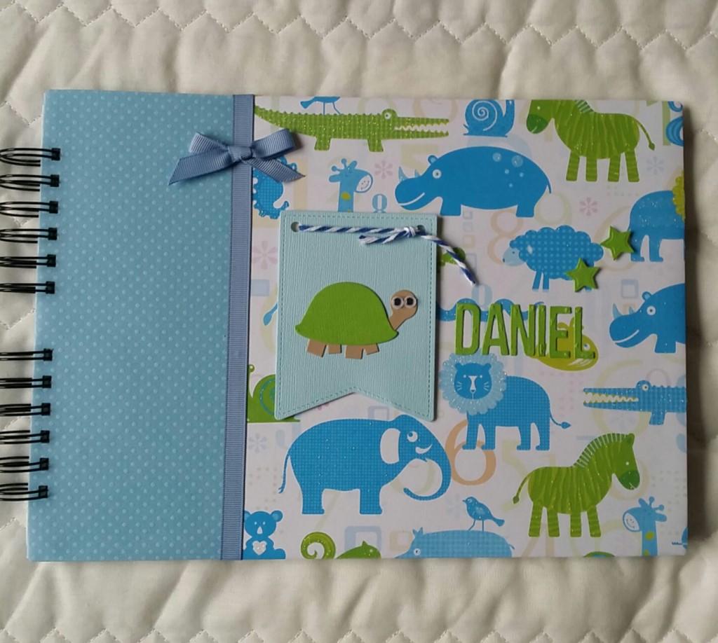 Álbum de fotos en scrapbook para Daniel