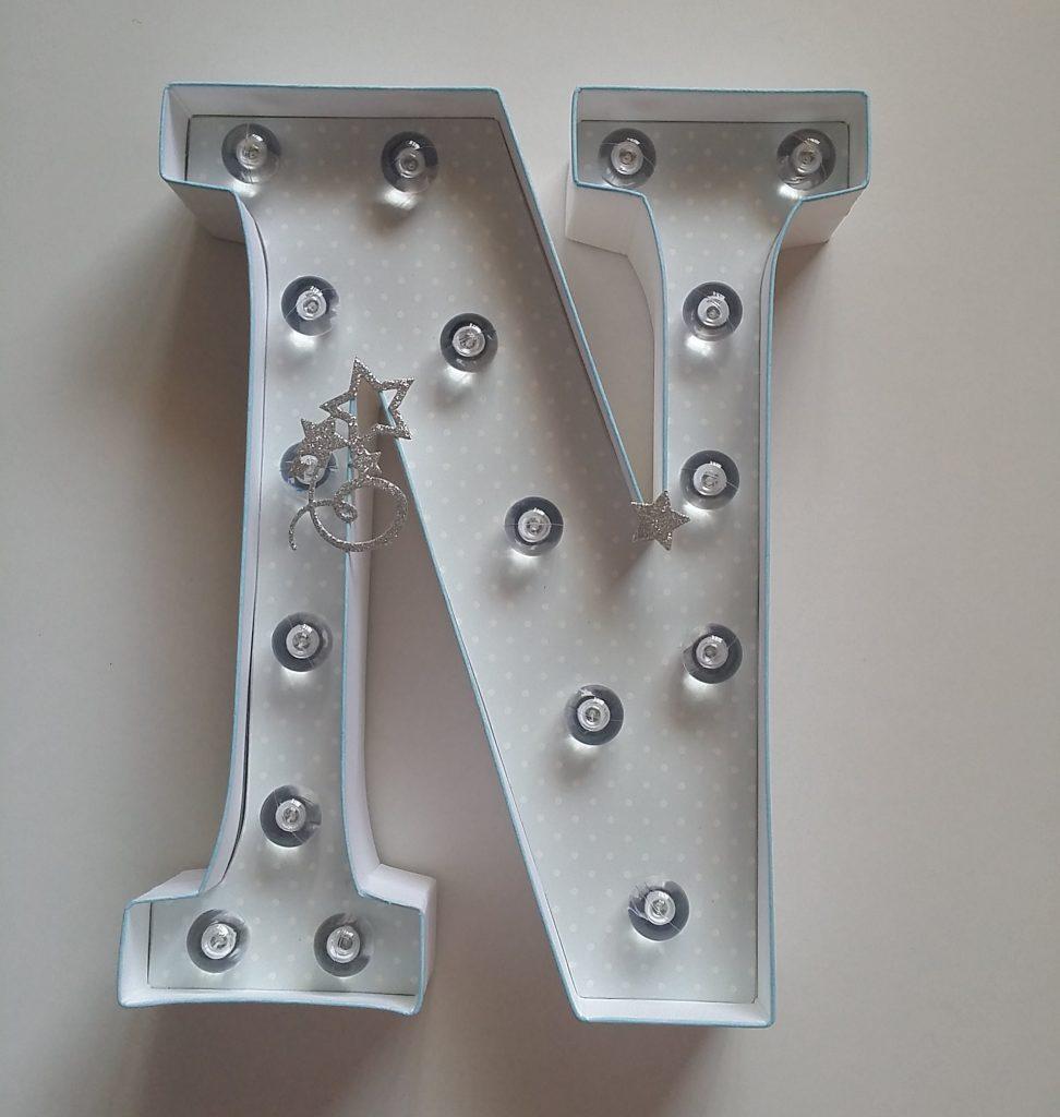 Guirnaldas de scrapbook y letras de luz personalizadas
